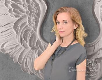 Наталья Хна - мастер по созданию барельефов.